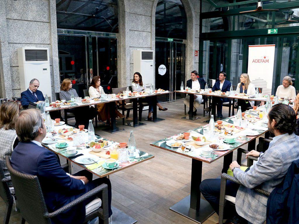 ADEFAM-se-reúne-con-empresas-de-los-sectores-de-alimentación,-hostelería,-turismo-y-comercio